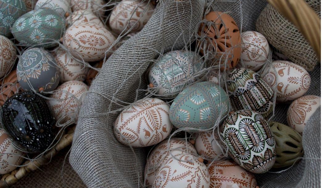 Comment faire des œufs de pâques décoratifs en papier ?